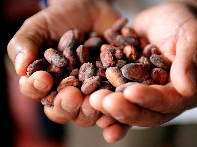 17. M.Ö. 250 gibi erken bir tarihte Meksika ve Güney Amerika'nın eski medeniyetleri, özellikle Mayalar ve Aztekler, kakao çekirdeğini para olarak kullandılar.