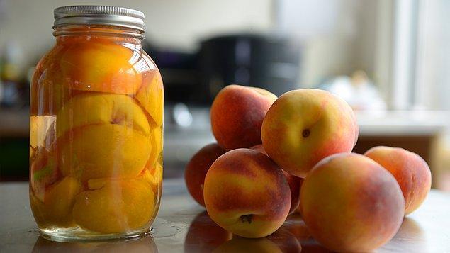 20. Konserve şeftali ayda yenen ilk meyvedir.