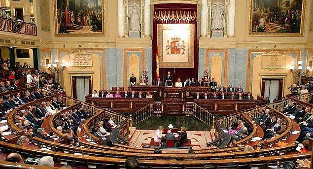 Karşı hamlede bulunan İspanya senatosu, Katalonya'yı doğrudan yönetme kararı aldı.