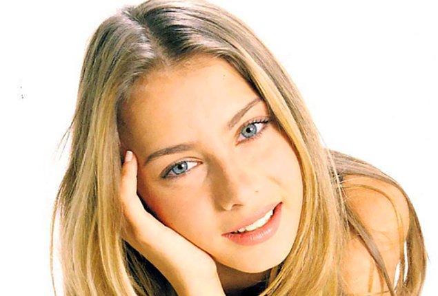 7 Aralık 1981'de Denizli'de doğan eski model, üniversitede okurken eğitimine ara verdi ve 1998'de Elite Model Look Yarışması'na katıldı.