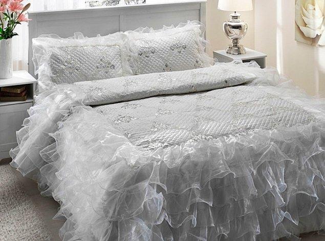 1. Gelinlik görünümlü yatak örtüsü