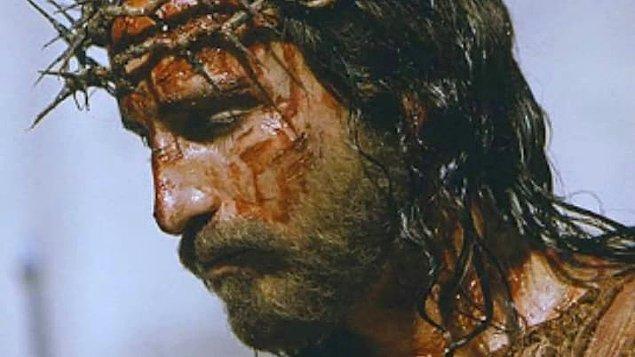 5. 'The Passion of the Christ'ın çekimleri sırasında, İsa'yı canlandıran Jim Caviezel ve yönetmen asistanı Jan Michelini'ye yıldırım çarptı.