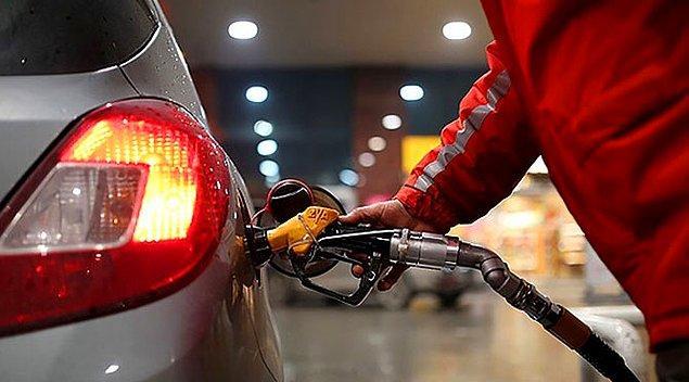 Son zamlarla birlikte İstanbul'da 1 litre benzinin ortalama litre fiyatı 5,5 litreye çıkıyor. Motorinde ise fiyat 4,93 TL olacak.