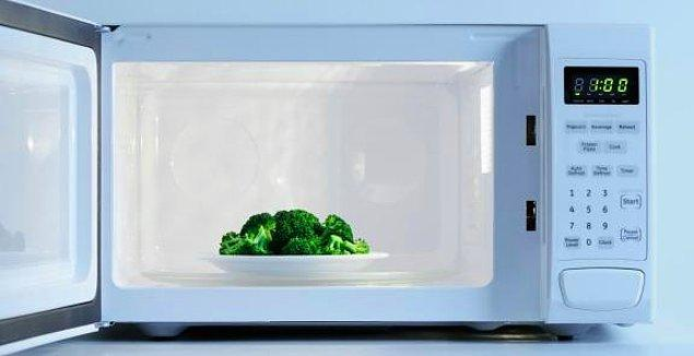 14. Buhar pişirici kullanmadan da brokolinizi pişirebilirsiniz.