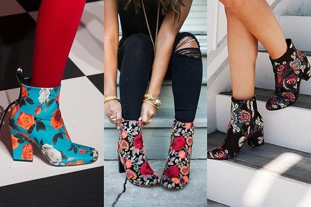 Kış kombinlerinin en sevdiğimiz parçası botlar da çiçeklendi elbette!