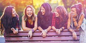 Bu Kadınlar Neden Bahsediyor? Tahminini Yap, Sürpriz Hediyeleri Kazan!