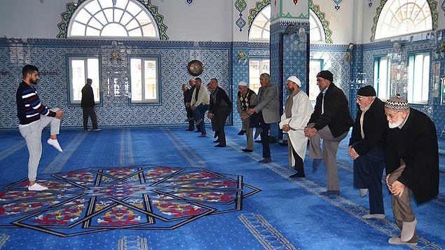 Cami imam hatibi de projeyi desteklediklerini söyledi ve cemaatin uygulamaya ilgi gösterdiğini ifade etti.