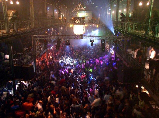 9. Dünyanın en uzun gece hayatının yaşandığı Buenos Aires'te sabahın 9-10'larına kadar eğlenebilirsiniz.