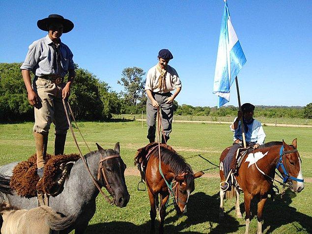 """12. Şehirden uzaklaşıp kovboyların ataları """"Gaucho"""" kültürünü yakından izleyebilirsiniz."""