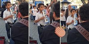 Sokak Müzisyenine Melodikasıyla Eşlik Eden Çocuktan Muhteşem 'Alnıma Yazdı Kader' Yorumu