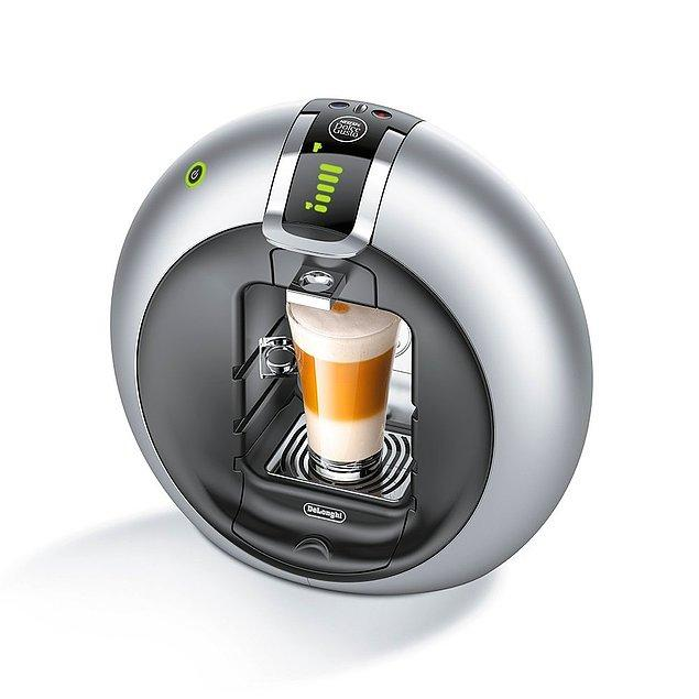 10. Evinizi en sevdiğiniz kahveci gibi hissetmenizi sağlayacak en lezzetli kahvelerin tek tuşla yaratıcısı DeLonghi EDG 605.B Nescafé Dolce Gusto Circolo Tam Otomatik Kahve Makinesi