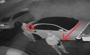 Filmlerde Bile Böylesi Yok: Tereyağından Kıl Çeker Gibi Araba Çalan Hırsızlar Sizi Hayrete Düşürecek!