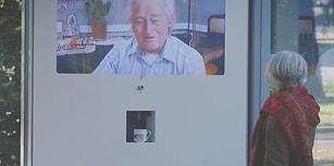 Akıllı Panodaki Yaşlı Bir Kişi ile Karşılıklı Kahve İçmek İster miydiniz?