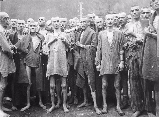 1. Alman yasalarına göre holokostu inkar etmek suç ve 5 yıla kadar hapis cezası var.