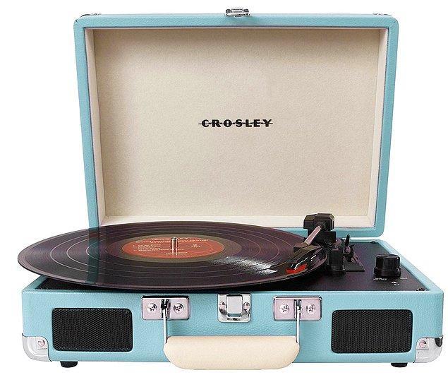14. Müzik ve plak tutkunu dostlarımızın bir yıl boyunca kalpli gözlerle gezmesini sağlayacak en coolundan bir turntable 🤗