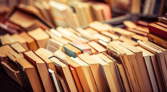 8. Okuduğunuz romanda sık sık bir şarkıdan bahsediyorsa, o şarkıyı dinleyerek romanı okuyun.