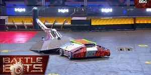 Oturup Saatlerce İzlemek İsteyeceğiniz Muhteşem Bir Robot Savaşı: Beta vs. Lucky