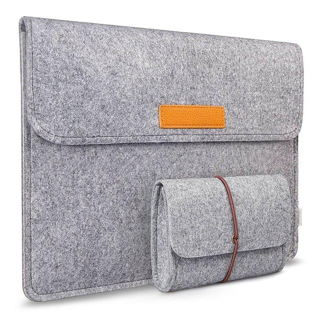 1. Uzun zamandır içinize sinen bir laptop çantası arıyorsanız şıklıktan gözlerimizi kalplendiren tasarımıyla keçe dosya ve laptop çantasını bu fiyatıyla hiç kaçırmayın