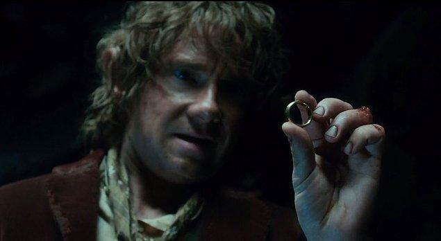 4. Kalleş Bilbo bir anlık boşluktan yararlanıp yüzüğe kondu. Sesi çıkmadı.