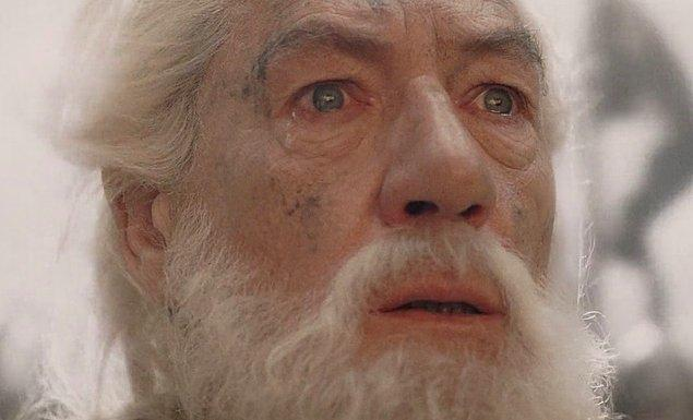 Rivayet odur ki, düzenbaz arkadaşlarını alıp Ayrık Vadi'ye partiye giden Gandalf, geceleri rüyasında hep Gollum'u görürmüş.