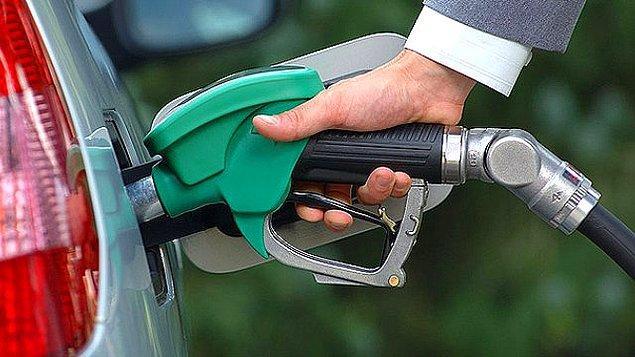 1. Benzinin 1 litre fiyatı 553.300 TL