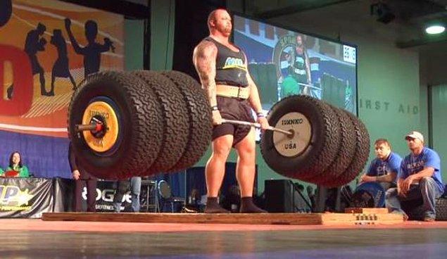 İzlandalı dev adam 2.06 boyunda, 180 kilo.
