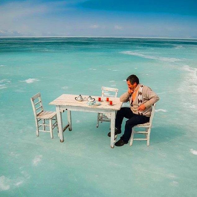 1965 metrede bulunan Çıldır Gölü seksen santimetreye kadar donuyor ve üzerinde yürümeye, balık tutmaya, hatta masa atıp çay içmeye imkan veriyor.