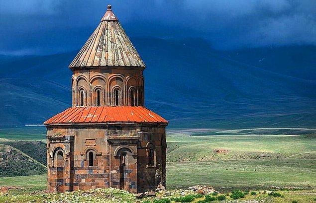 Ve tabii ki yedi yüzyıl boyunca insan yaşadığı düşünülen bir Ermeni mirası Ani Harabeleri…