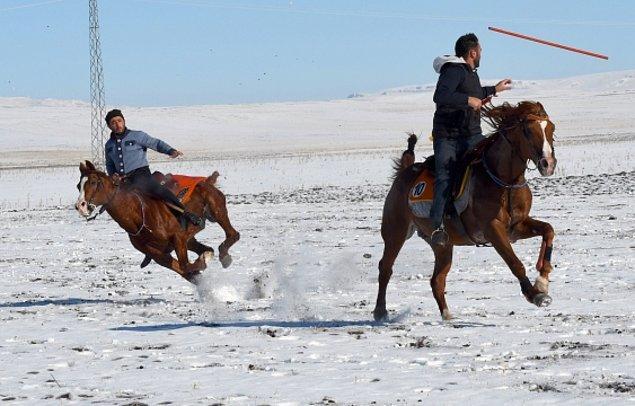 Baltık mimarisiyle öne çıkan Kars'ta cirit oyununun unutulmaması için festival düzenleniyor.