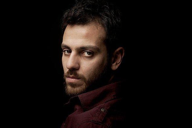 Oyunculuğu yaşıyor, yaşatıyor ve her rolünde bambaşka bir insana dönüşüyor Erkan Kolçak Köstendil.