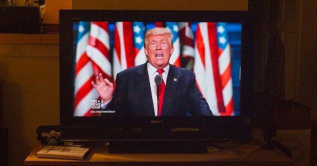 5. Söylenenlere göre Trump gününü yine televizyon izleyerek geçiriyor: günde yaklaşık 4-8 saat arası.