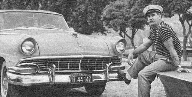 1956 model üstü açık arabasına her şeyden daha fazla kıymet verirdi. Hatta Ford Fairline arabasını sık sık bezle sildiği için rol arkadaşları tarafından dalga bile geçilirdi.