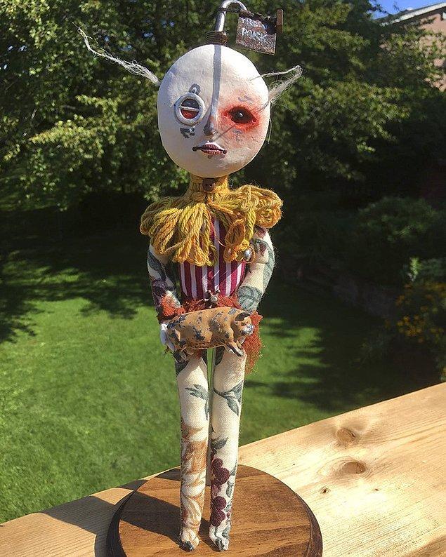 """""""Bir şeyler üretmeye başladığımda neredeyse 2 yaşındaydım. Kumaştan heykeller yapıyordum. Tuvalet kağıdı, yün, yağ ve yapıştırıcı kullanarak kendi deneysel çamurumu yapmaya çalışırdım."""""""