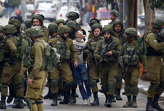 22. Direnişin sembolü 16 yaşındaki çocuk. 📷 Wisam Hashlamoun