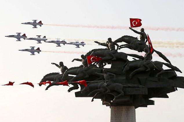 21. Türk yıldızları İzmir'de. 📷 Cem Öksüz