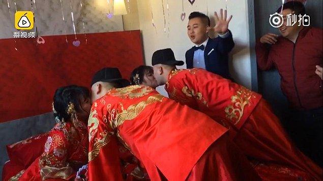 Çin sosyal medyasında aktif internet kullanıcıları yeni evlenen çiftleri tebrik ederken bir yandan da balayı sırasında karışıklık yaşanmaması için uyarılarda bulunmuşlardı. 😂