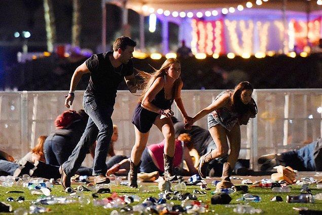 14. Route 91 Harvest müzik festivalinde yan binadan açılan ateş sonucu 59 kişi hayatını kaybetti, 546 kişi yaralandı, 1 Ekim.