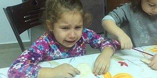 Hamurdan Yaptığı Kardan Adamının Pişirilmemesi İçin Gözyaşı Döken Küçük Kız