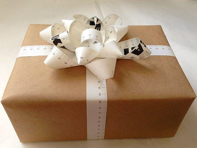 9. Birisine hobisiyle ilgili bir hediye alacaksınız sürprizi boşverin ve ona danışmadan bir şeyler almayın.