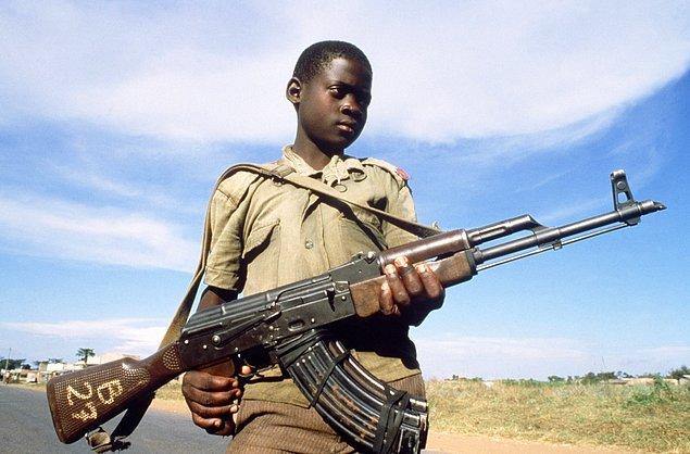 Somali'de 2017'nin ilk 10 ayında yaklaşık 1800 çocuk çatışmalara sokuldu. Güney Sudan'da ise 2013'ten bu yana silahlı gruplara katılan çocukların sayısı 19 bini aştı.