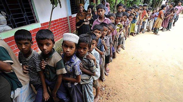 Bangladeş'e kaçan Arakanlı Müslümanların yarısı çocuk.