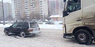Kara Saplanan TIR'ı Çekip Götüren Koca Yürekli Subaru