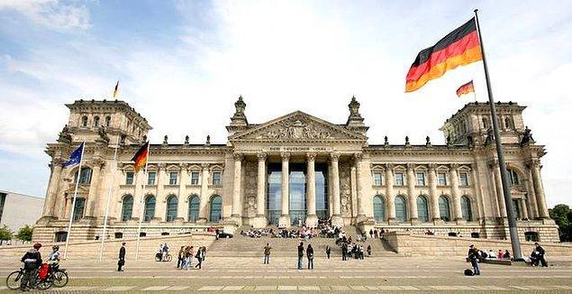 Almanya'da lisans ve master öğrencileri, mezun olduktan sonra 1,5 yıl çalışma izni alabiliyorlar.
