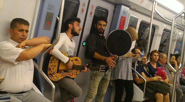 'Yolculuları rahatsız etmemek koşuluyla metroda müzik yapmak serbest.'
