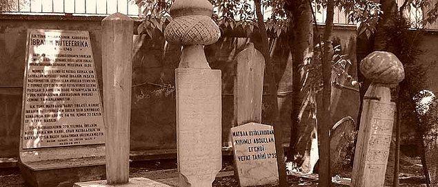 Mezarı önce Aynalıkavak ardından ise 1942 yılında Galata Mevlevihanesi'ne nakledilen Müteferrika'nın ölüm tarihi de tartışma konusu olmuştur.