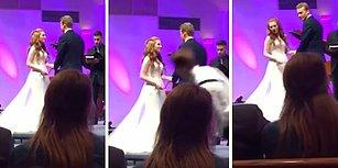 Düğünün En Önemli Yerinde Yüz Üstü Yere Düşerek Tüm Romantizmin İçine Eden Adam