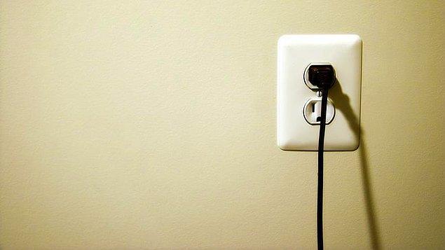 EMO'ya göre, yeni elektrik tarifelerine göre meskenler, elektriği yüzde 8.8 zamlı kullanacaklar.