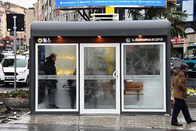 Tekirdağ'da, vatandaşların yağmur, kar ve soğuk havadan etkilenmemesi için klimalı kapalı durak yapıldı.