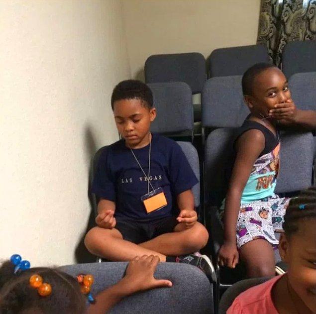 """11. """"Öğrencilerimden biri sınıfın geri kalanından bezdi ve meditasyon yapmaya başladı."""""""