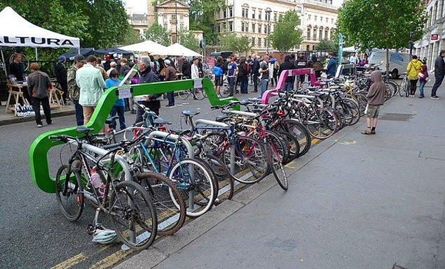 8. Kişi başına 1.3 bisiklet düşen ülke hangisidir?